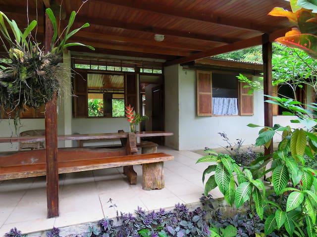 Beautiful Guest House Heliconia at Finca Isla - Aguas Zarcas