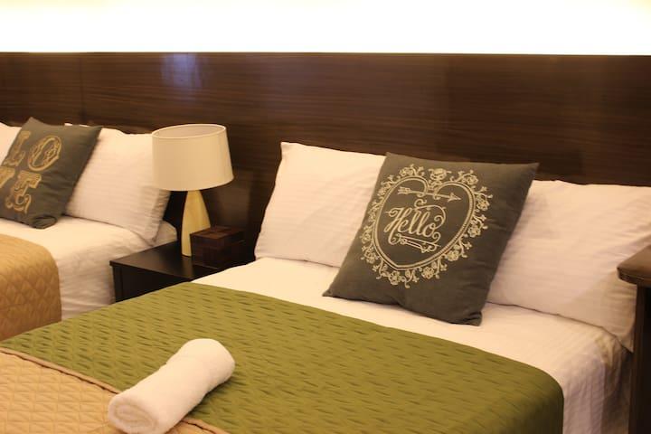 2BEDS HOTEL STYLE TAAL VIEW w/ WiFi - Selveierleilighet