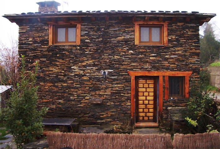 Casa rural en arquitectura negra de Guadalajara - Robleluengo - Hus
