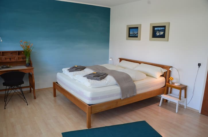 Stylish Guestroom next to Lake including Breakfast - Romanshorn - Hus