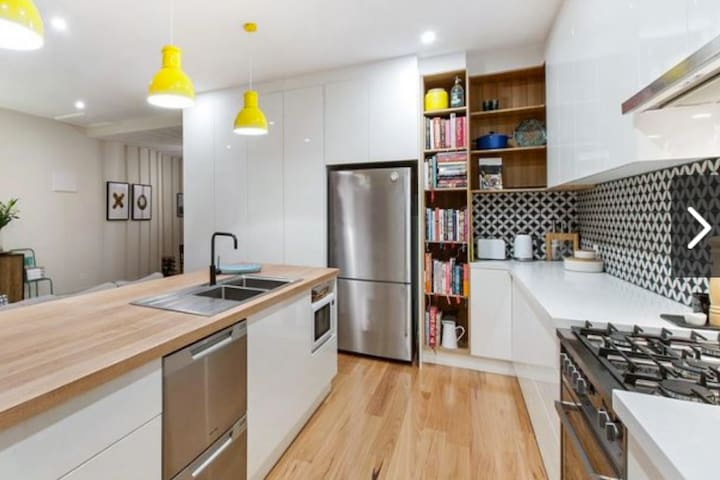 Stunningly Renovated Adelaide Cottage - Mile End - Dom