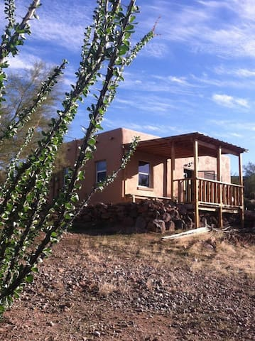 Historic Adobe Cabin at Superstition Mountain - Gold Canyon - Bed & Breakfast