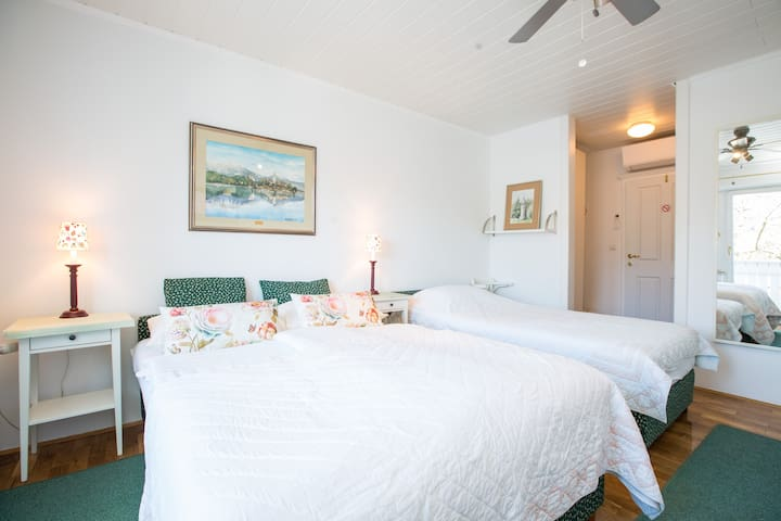 B&B Pletna  a triple lake-view room - Bled - Bed & Breakfast