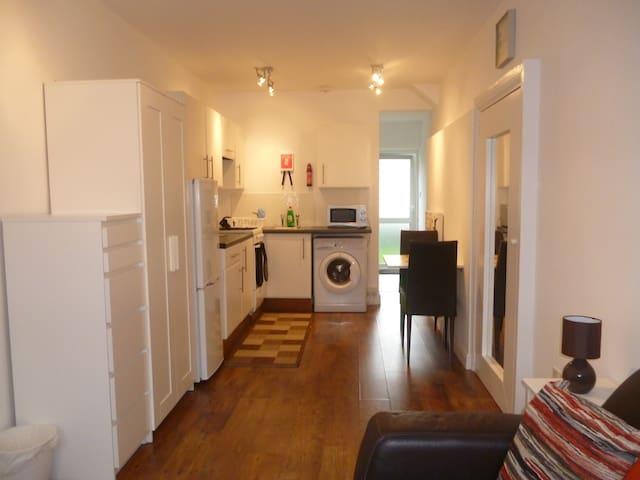 Self-contained studio apartment  +Sky TV - Northolt - Casa