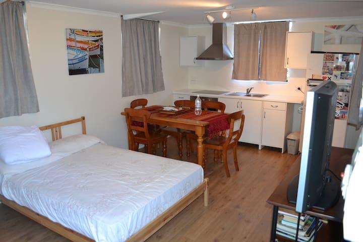 Fully independent studio apartment - Padbury - Apartamento