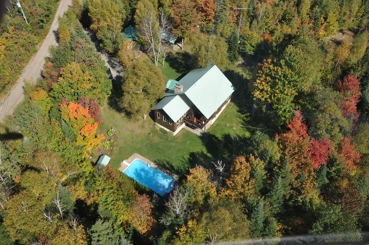 Grande Maison  avec piscine - Sainte-Agathe-des-Monts - Huis
