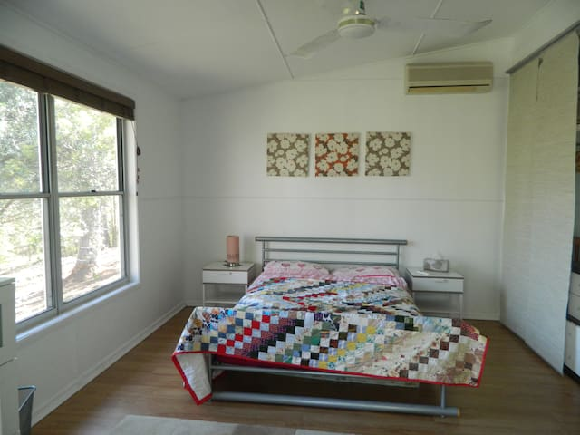 Country living with easy access to Brisbane City - Brookfield - Lägenhet
