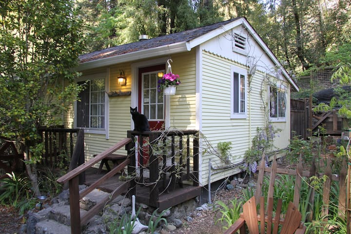 Cazadero Bakery #3 - Creekside Cottage - Cazadero - Bed & Breakfast