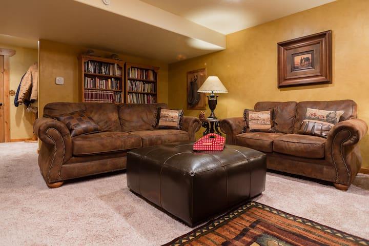 Elegant Ranch House Retreat - Highland - Appartement