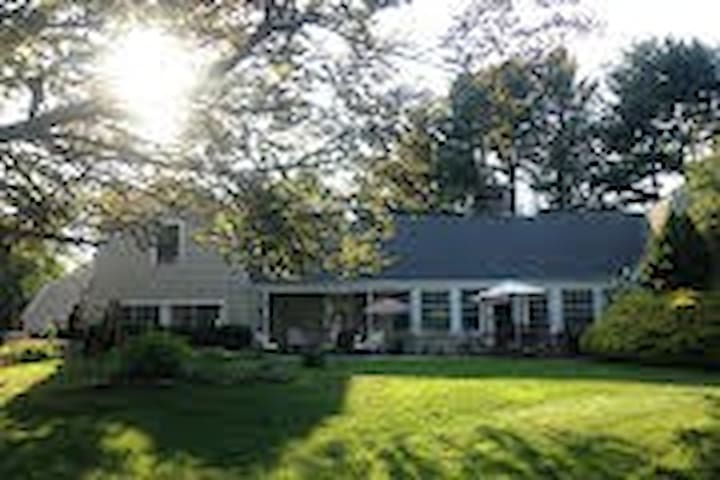 Former estate of Ed Sullivan - Southbury - Hus
