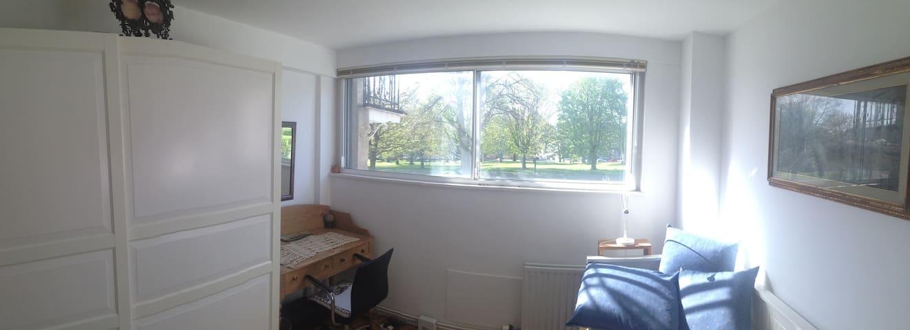 Small bright room in Clifton - Brístol - Departamento
