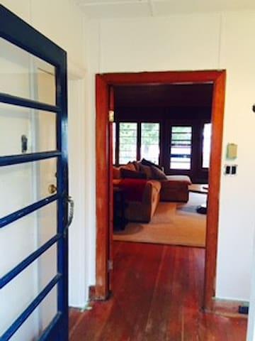 Beautiful Lakeside Cottage (4 bed.) - Kirkfield - Casa