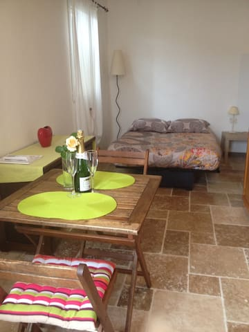 Studio - Saint-Rabier - Appartement