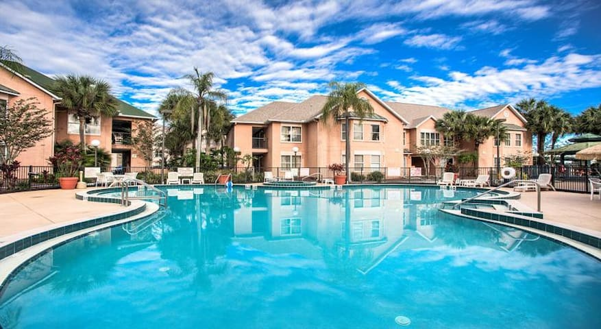 Beautiful suite 1.5 miles from Disney! Sleeps 6. - Kissimmee - Villa