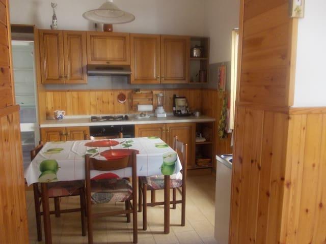 cozy apartment with mountains view - Calchera-frontale - Huoneisto