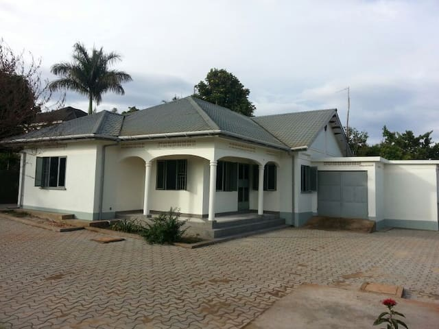 The Close - Namulanda. 3 BEDROOM  - Entebbe - Huis