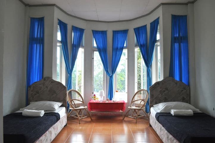 Bougenville Homestay - Lima Kaum - Bed & Breakfast