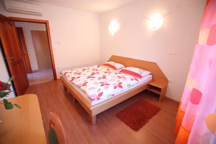 Double room 3 with private bathroom - Barka - Lägenhet