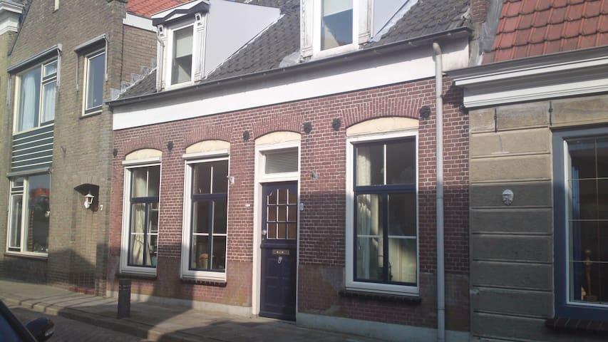 Fishermans house in quiet Den Bommel - Den Bommel - Casa