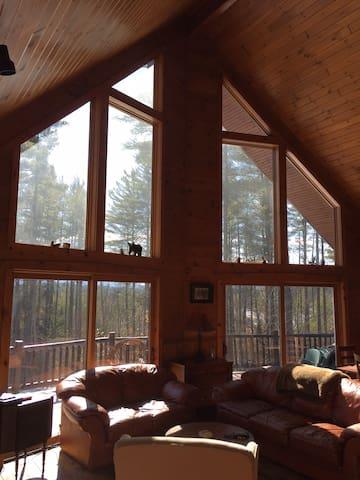 Betsy's Wildlife Retreat: Private & Pet Friendly - Saranac Lake - Hus
