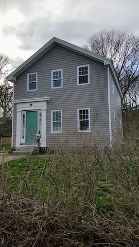 Waterfront in town 2 bed, 2 bath entire house - Stonington - Casa