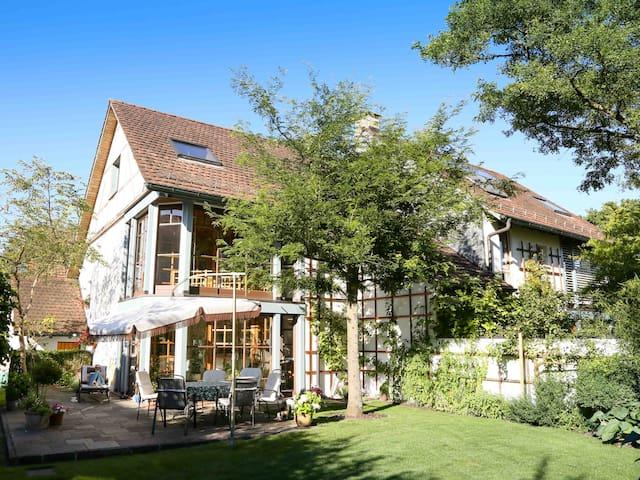 pleasant, quiet residential - Wallenwil - Casa
