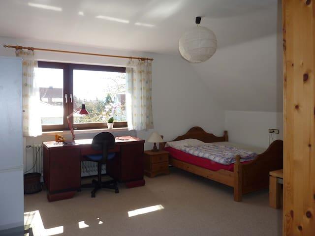 Ruhiges, verkehrsgünstiges Doppelzimmer - Baiersdorf - Huis