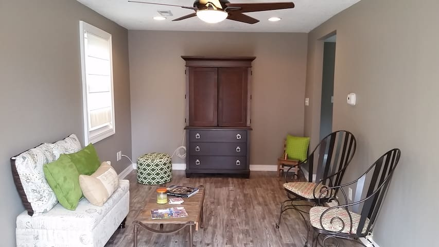 Cozy and Newly Remodeled 2BR Home - Des Moines - Casa