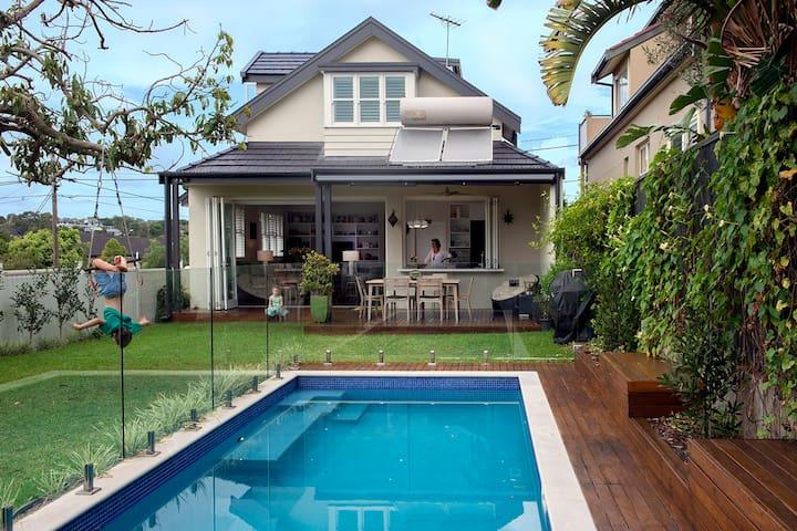 Luxury Family home with pool & yard - Naremburn
