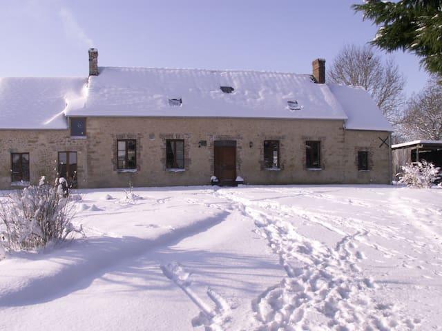 Traditional stone farmhouse - Sainte-Scolasse-sur-Sarthe
