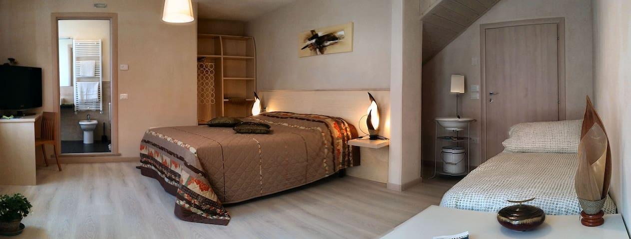 CAMERA+BAGNO B&B CAMPO MARZIO IN CENTRO STORICO - Bassano del Grappa - 家庭式旅館