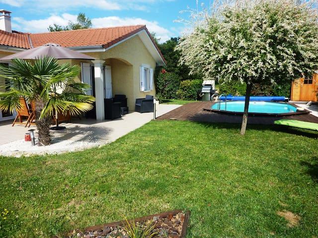 Maison avec piscine au calme entre ville et nature - Tignieu-Jameyzieu