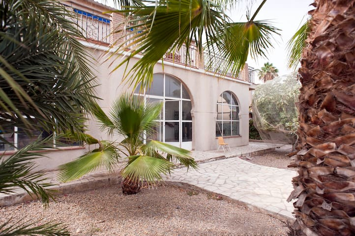 Casa de 250 m2, jardin 700 m2. Playa a 200 metros - Águilas