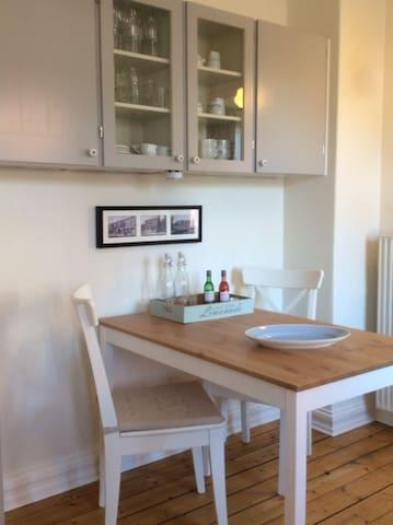 Hyggelig lejlighed i flot gammel villa - Fjerritslev - Leilighet
