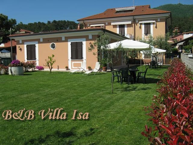 B&B Villa Isa, bed and breakfast - Carrara
