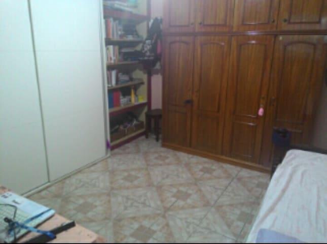Alugo quarto - Mesquita - Huis