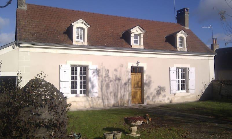 MAISON PROCHE DE LA FORET ET 24H - Beaumont-Pied-de-Bœuf - Ev