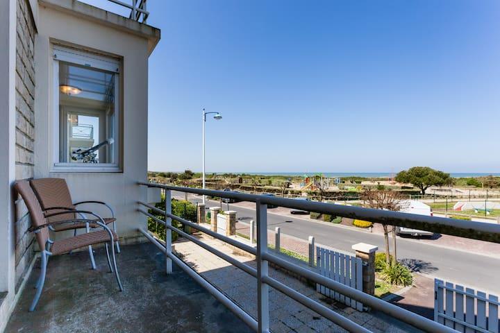 Superb beach-front family house - Merville-Franceville-Plage - Casa