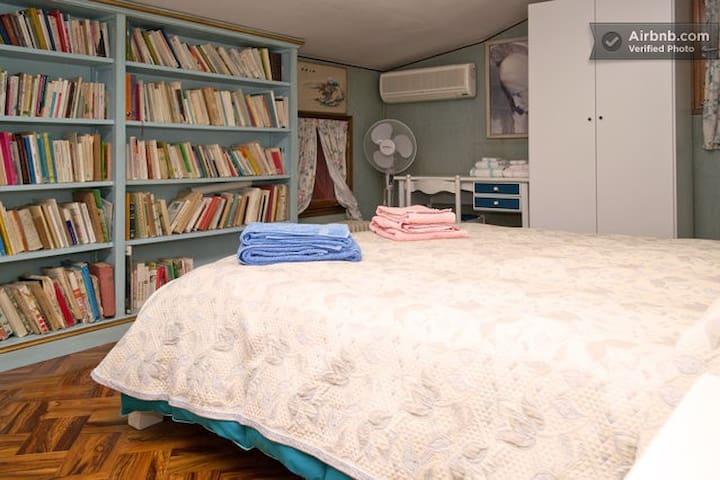 """B&B Pleris - bedroom """"Torretto"""" - Asolo - 家庭式旅館"""