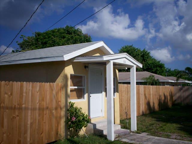 Little Beach House- Stuart Florida - Stuart - Casa