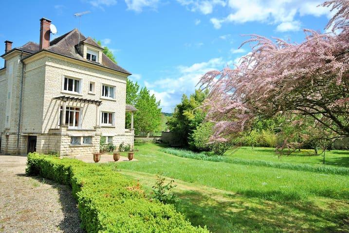 villa, 14 pers, 7 chambres, 1 hours from paris - Cézy - Vila