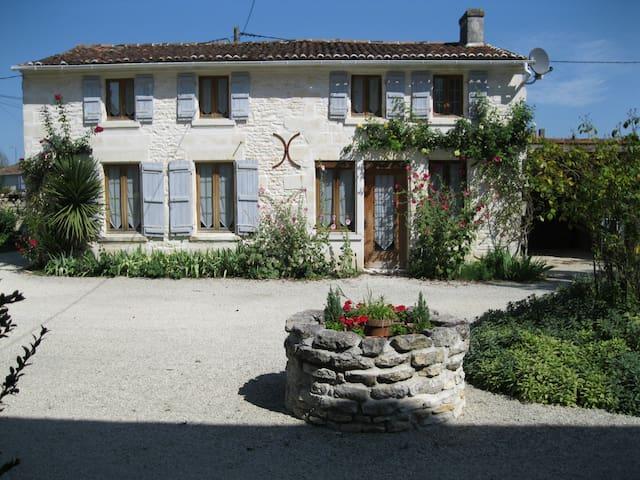 Charming gite/cottage with pool - Port-d'Envaux - Ev