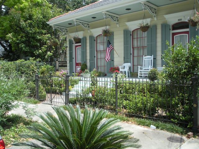 Stunning 1800's double-shotgun in New Orleans. - Nueva Orleans - Bed & Breakfast