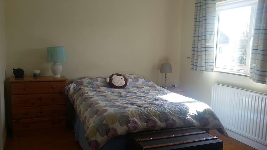 Bright spacious double room in Raheny - Raheny - Huis