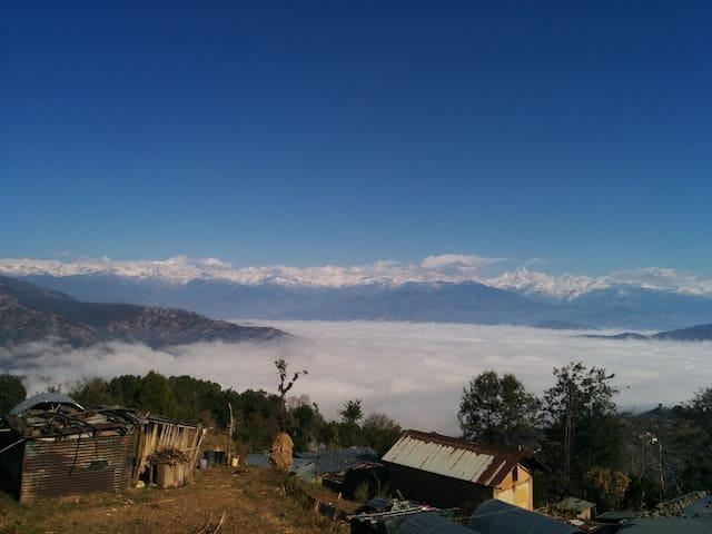 Cozy stay with mountain views and farm-fresh food - Dhulikhel - 家庭式旅館
