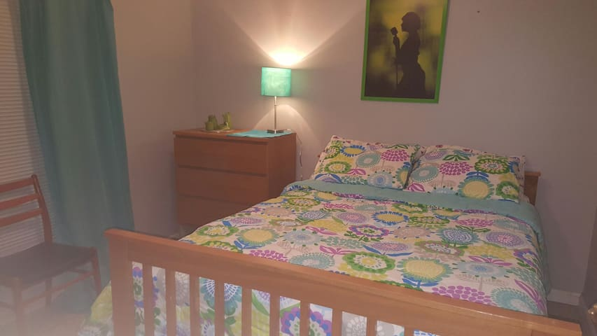 Double bed, close to everything - Kennesaw