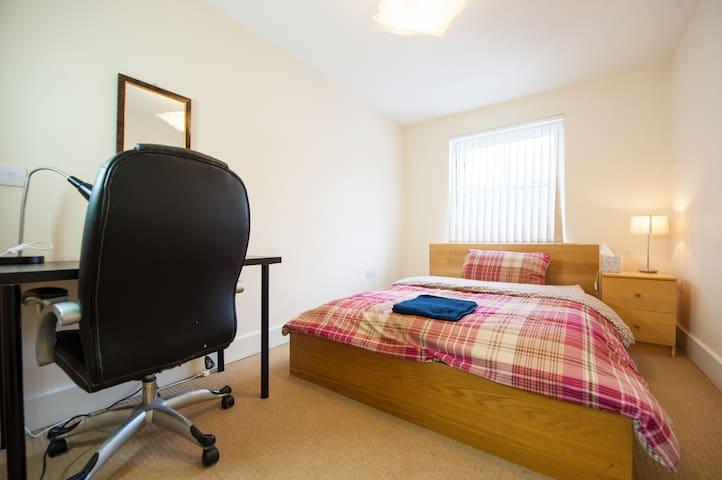 DOUBLE ENSUITE ROOM - Northampton