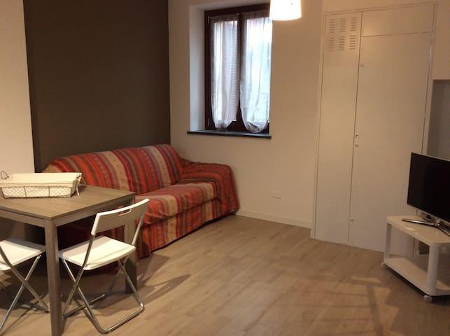 Bilocale in tipica corte Lombarda - Bareggio - Apartament