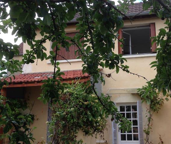 Maison rénovée, calme vue confort. - Lucy-sur-Yonne