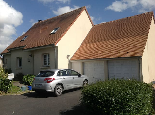House with garden and garage. - Mondeville - Hus